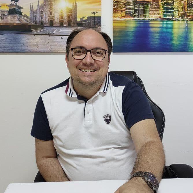Antonio Izzi in ufficio
